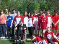 Gruppenfoto vom gemeinsamen Fußballspiel der Schüler aus Zittau und Lwówek Slaski